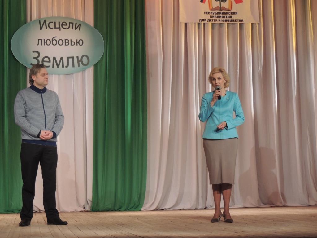 министр образования Шепталин А.А. и зам.министра природных ресурсов Е.М.Дорофеева